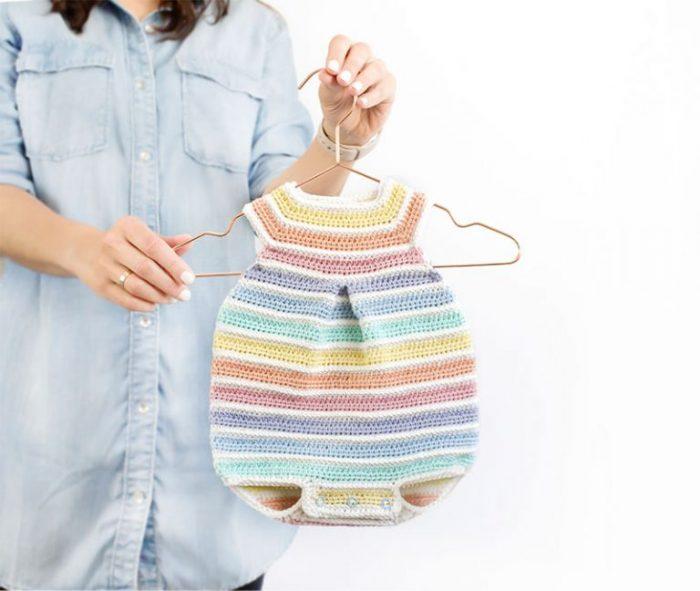 Patrón gratis pelele bebé crochet