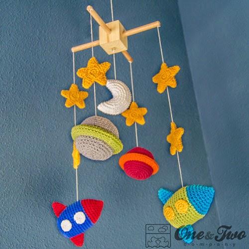 móvil bebés amigurumi crochet espacio
