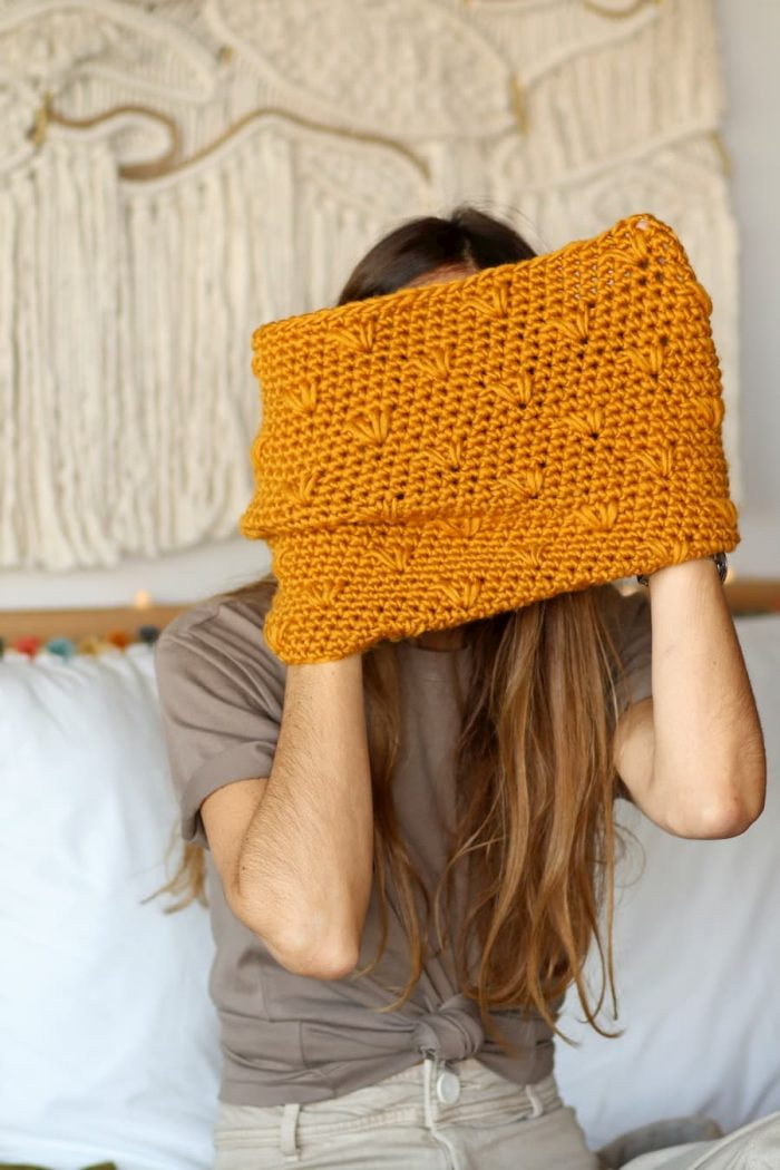 Patrón gratis cuello flores crochet