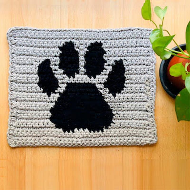 Patrón gratis alfombra huellas crochet